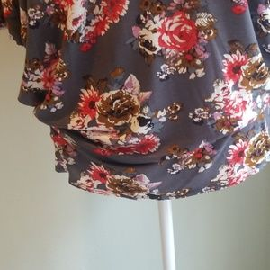 Cool Mellon Tops - NWOT womens dolman sleeved top/tee.